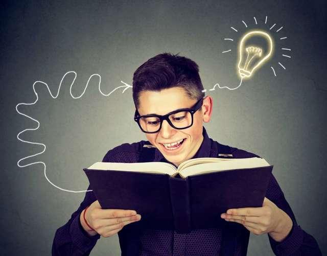 Тренировать говорение и английскую речь на слух самостоятельно или с преподавателем